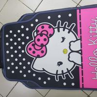 Karpet mobil motif hello kitty