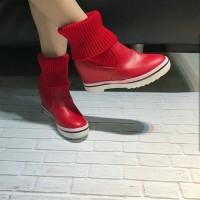 Sepatu import merah