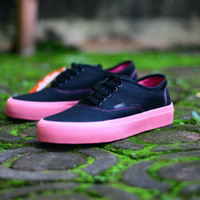 2ca2e83642c SEPATU CASUAL VANS AUTHENTIC WOMAN BLACK SOL PINK