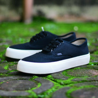 1fe6315d226 SEPATU CASUAL VANS WOMAN AUTHENTIC BLACK SOL WHITE