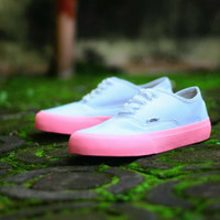 b8c42b17e6c SEPATU CASUAL VANS WOMAN AUTHENTIC WHITE SOL PINK