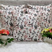 Sarung bantal sofa motif paris