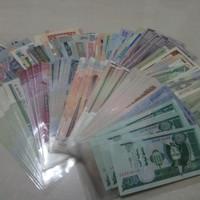 Paket uang asing 100 negara berbeda