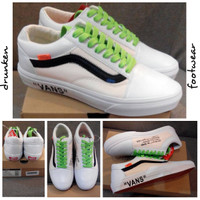 SEPATU VANS OLD SKOOL CUSTOM WHITE - PUTIH - LIST BLACK HITAN
