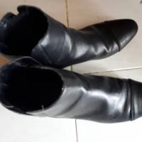 Sepatu boot merk ZARA BASIC Nomo 36 Kulit warna hitam flat