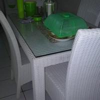 Meja dan kursi Makan Rotan Bekas Bogor