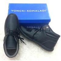 SALE Sepatu sneakers pria Yongki Komaladi 004