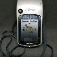 GPS Etrex GARMIN, using 2 battery type AA.