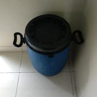 Drum / tong plastik bekas berpenutup drat putar kenceng rapet, kedap.