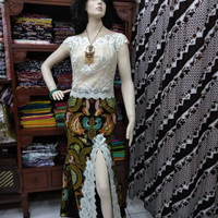Dress Batik Cemani Kombinasi Brokat