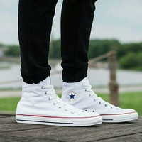 Sepatu Converse Putih Tinggi