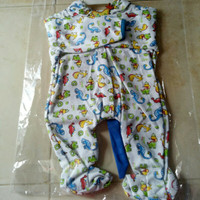 Pakaian bayi motif dino usia satu sampai 3 bulan