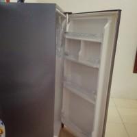 Lemari es satu pintu polytron