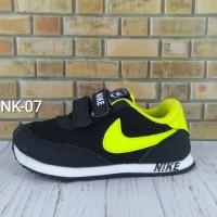 Sepatu sekolah hitam kuning buat anak dab balita Nike - 07