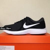 Harga Termurah Sepatu Running/Lari Nike Revolution 4 Black White 90898
