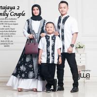 Couple muslim pesta ayah ibu dan anak laki laki. Paket baju keluarga