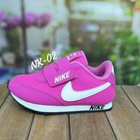 Sepatu Anak Perempuan Pink list Putih Nike sport Murah