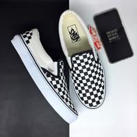 Sepatu Vans Slip On Classic Checkerboard Black White BNIB d4970df2cf