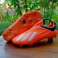 sepatu bola merek Adidas