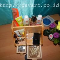 Tempat makeup / kotak kosmetik / tempat makeup kayu / box makeup