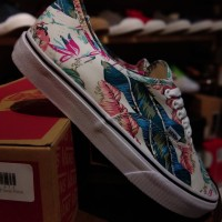 SEPATU SNEAKERS UN ISEX VANS AUTHENTIC RAINFOREST FLORAL WAFFLE HF