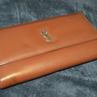 Dompet YSL coklat emas