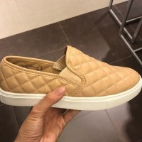 43847ad8c65 Jual Sepatu Kets Sneakers di Kota Magelang - Harga Terbaru 2019 ...