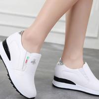 Sepatu Wanita Casual Slip On Lebah SDS252 Putih