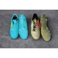 Sepatu bola soccer Specs Thunderbolt FG gold and blue