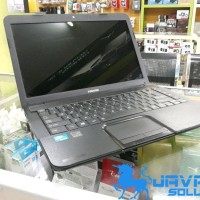 Laptop Toshiba c800 a intel ram2gb hdd500gb 14in display Bekas
