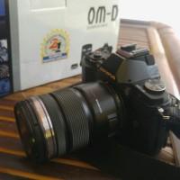 Olympus OMD EM5 + lensa 12-50mm fullset
