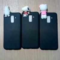 TRENDY Case Samsung J8 2018 New Softcase Plus Boneka Ngintip Intip Do