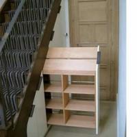 Rak sepatu lemari bawah tangga