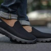 Sepatu sketcher go walk pria sepatu sketcher slip on
