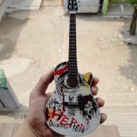 Harga miniatur gitar acoustic ovation heroin diaries nikki sixx motley | WIKIPRICE INDONESIA