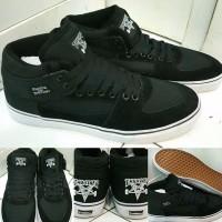 Sepatu Kets Skate Vans Half Cab THRASHER Skate And Destroy Black Whi