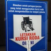 Akrilik Letakkan Kursi Roda