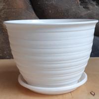 Pot bunga tawon putih 21cm+tatakan putih