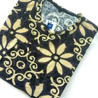 Kaos motif bunga ukir