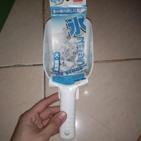 Daiso sendok es batu,scoop ice, ice scoop, 25cm, plastik