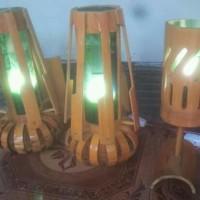 lampu tidur terbuat dari bambu menambah kamr tidur jd terkesan elegan
