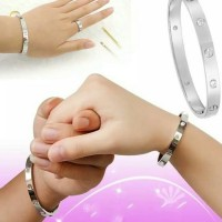Gelang Tangan Wanita Motif Love Titanium Baja Anti Karat