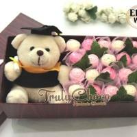 Hadiah wisuda cokelat Trulychoco special untuk kekasih teman dengan bo