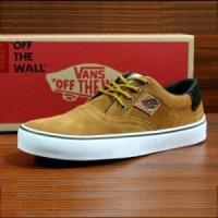 64390db7df Jual Sneakers Basic Pria