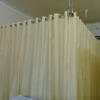 gorden rumah sakit bahan full pvc kuning Deden Decor