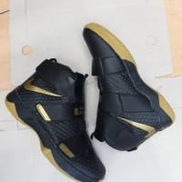 b1109cc849b sepatu basket nike lebron soldier black gold Berkualitas