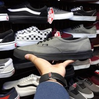 Harga Vans Authentic Hitam Travelbon.com