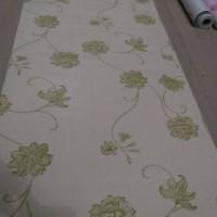 Harga harga termurah wallpaper batik bunga hijau cream 45cm x 10meter | Pembandingharga.com