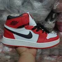 284d46211ec9 Sepatu Basket Nike Air Jordan 1 Retro Import   White Red   Pria Cowok