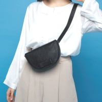 Gammara Leather Crossbody Sling Bag - Tandara (Black) 577a02a38e